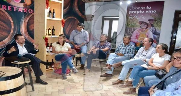 Se reúne Hugo Cabrera con vitivinicultores y queseros
