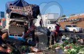 Volcadura y choque en La Cuesta China provoca caos vial