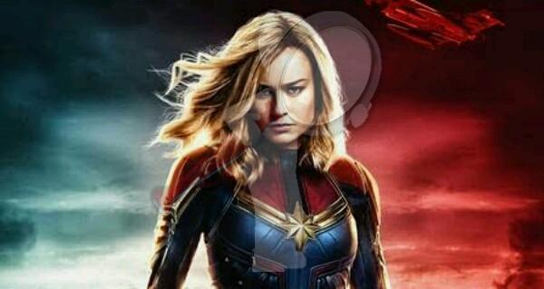 Capitana Marvel modelando lencería
