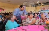 Celebran a mamás del Centro de Día del Adulto Mayor
