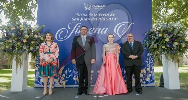 Presenta Memo Vega a Jimena I como reina de la Feria SJR