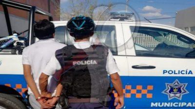 Aseguran a tres sujetos por robo de vehículo