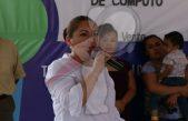 Entrega Araceli Olvera equipo de cómputo en primaria de La Venta