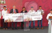 Entrega AMLO 25.6 mdp recaudados en subasta a municipios de Oaxaca