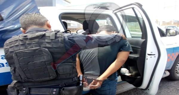 Detienen a presunto ladrón de vehículo en Lomas de San Juan