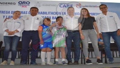 Entregan rehabilitación de canchas y entrega de uniformes en Pedro Escobedo
