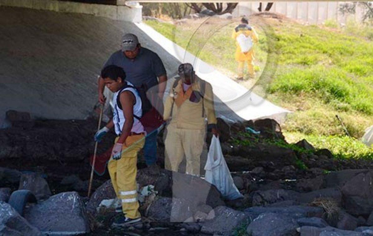 Recolentan 910 toneladas de basura en drenes de Querétaro