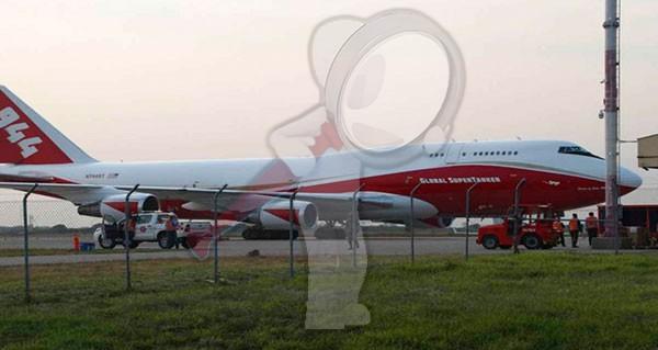 Aterriza enorme avión cisterna para combatir incendio en el Amazonas