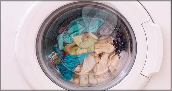 ¿Por qué debes lavar la ropa nueva antes de usarla?