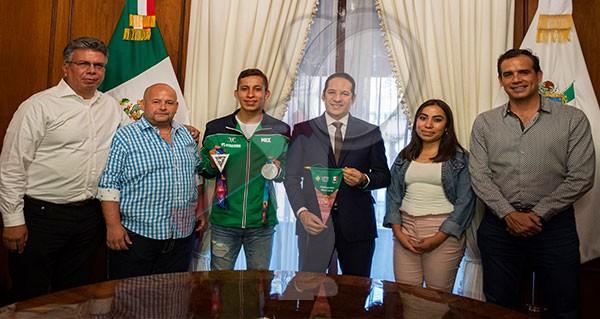 Reconocen a Brandon Plaza medallista de los Juegos Panamericanos Lima 2019