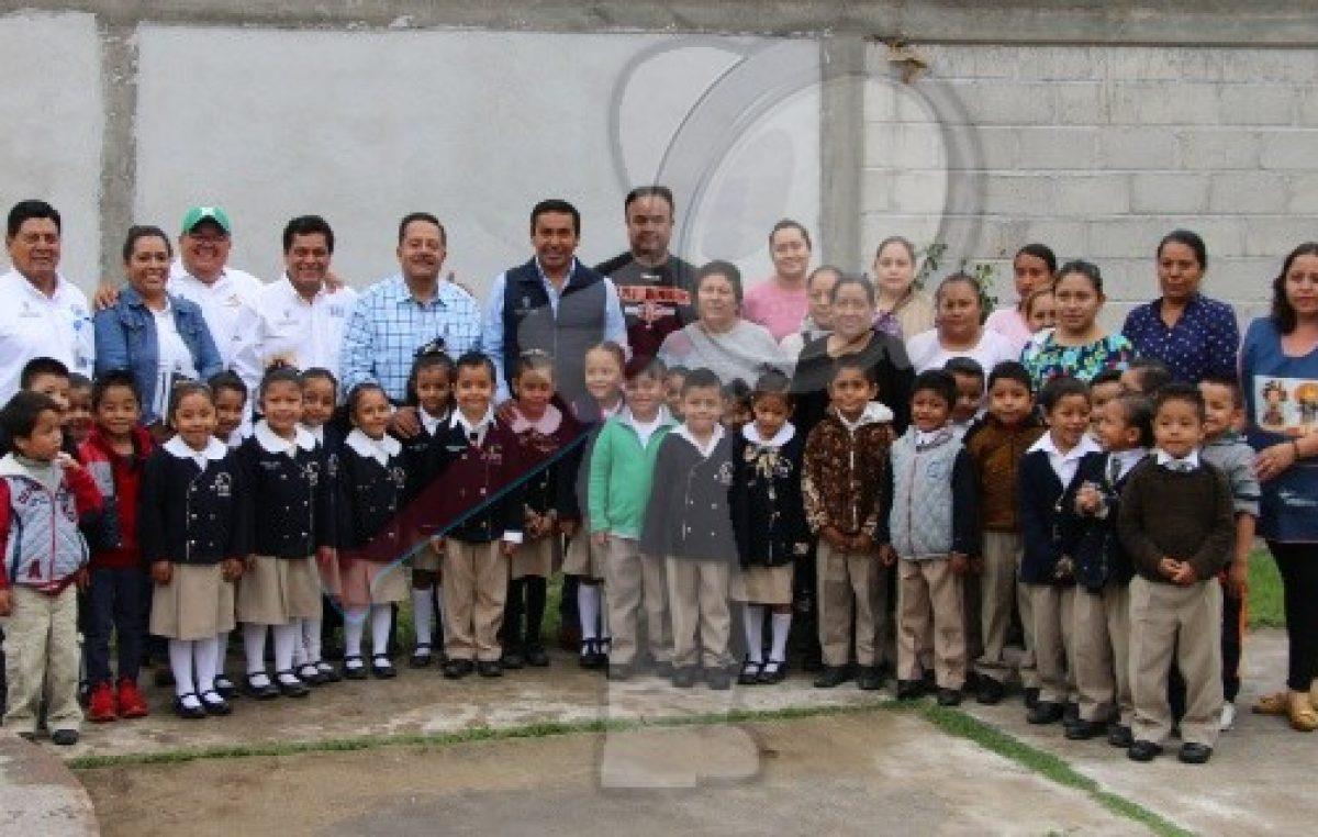 Supervisan avances de obras en preescolares de Pedro Escobedo