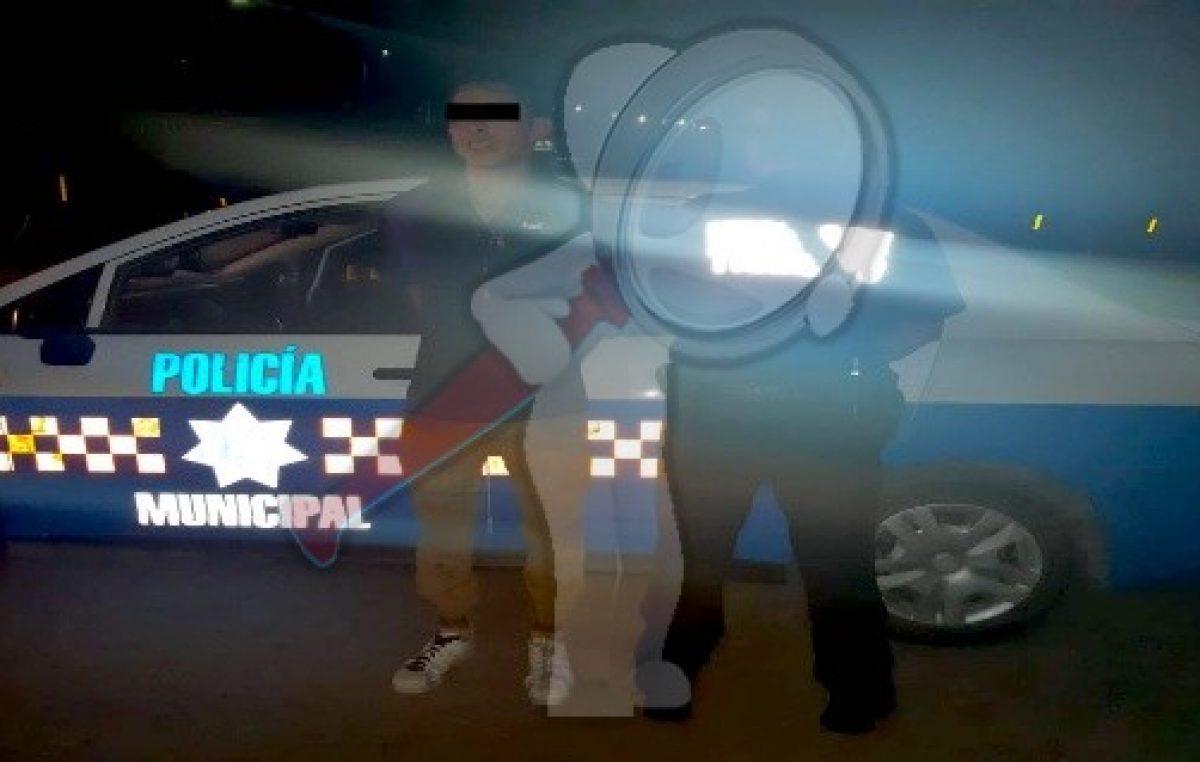 Caen dos sujetos con automóvil recientemente robado
