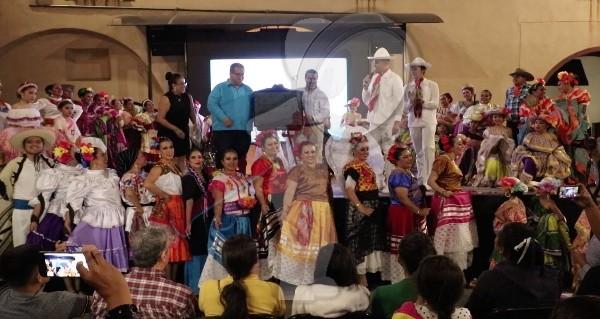 """Nace grupo """"Algarabía, danza y tradición"""" en SJR"""