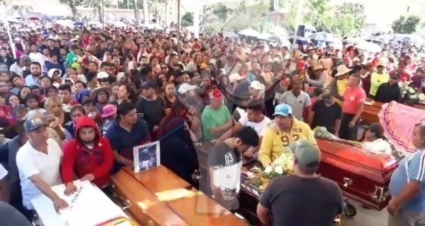 Habitantes de La Valla dan el último adiós a fallecidos en trágico accidente