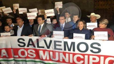 Presidentes Municipales protestan por mayores recursos para sus localidades