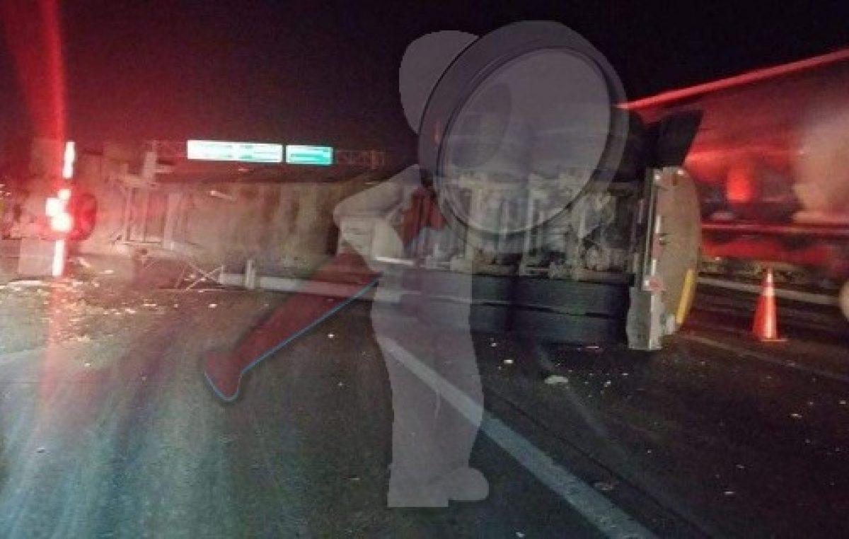 Volcadura de pipa en la autopista México-Querétaro