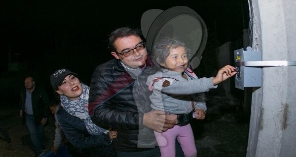 Familias de Prados de Cerro Gordo ya cuentan con servicio de luz