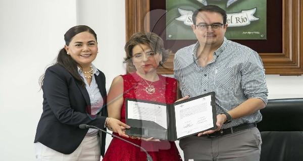 Firma convenio de colaboración gobierno de SJR con Fundación Chabely