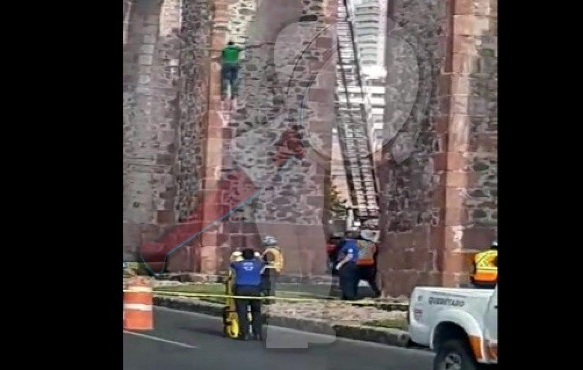 Cae masculino de Acueducto de Querétaro, fallece en hospital