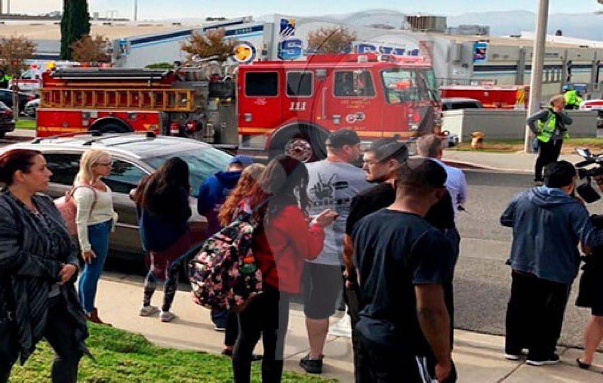 Un muerto y 4 heridos en tiroteo de secundaria en Los Ángeles
