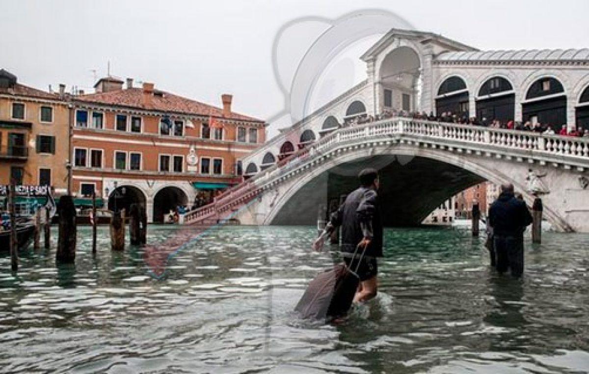 """Venecia """"bajo el agua"""" inundaciones en el 80% de su territorio"""