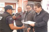 Entrega Toño Mejía equipamiento a policías en Tequisquiapan