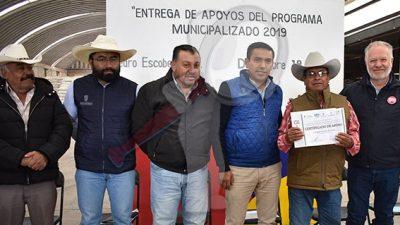 """Entregan apoyos del programa """"municipalizado """" en Pedro Escobedo"""