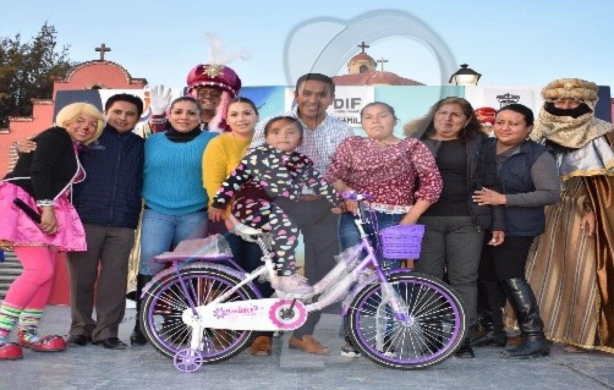 Reyes Magos llevaron sorpresas y sonrisas a niños de Pedro Escobedo