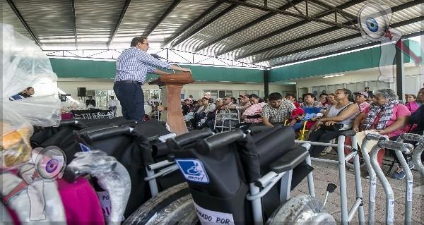 Entrega Alcalde y Presidenta del DIF apoyos asistenciales