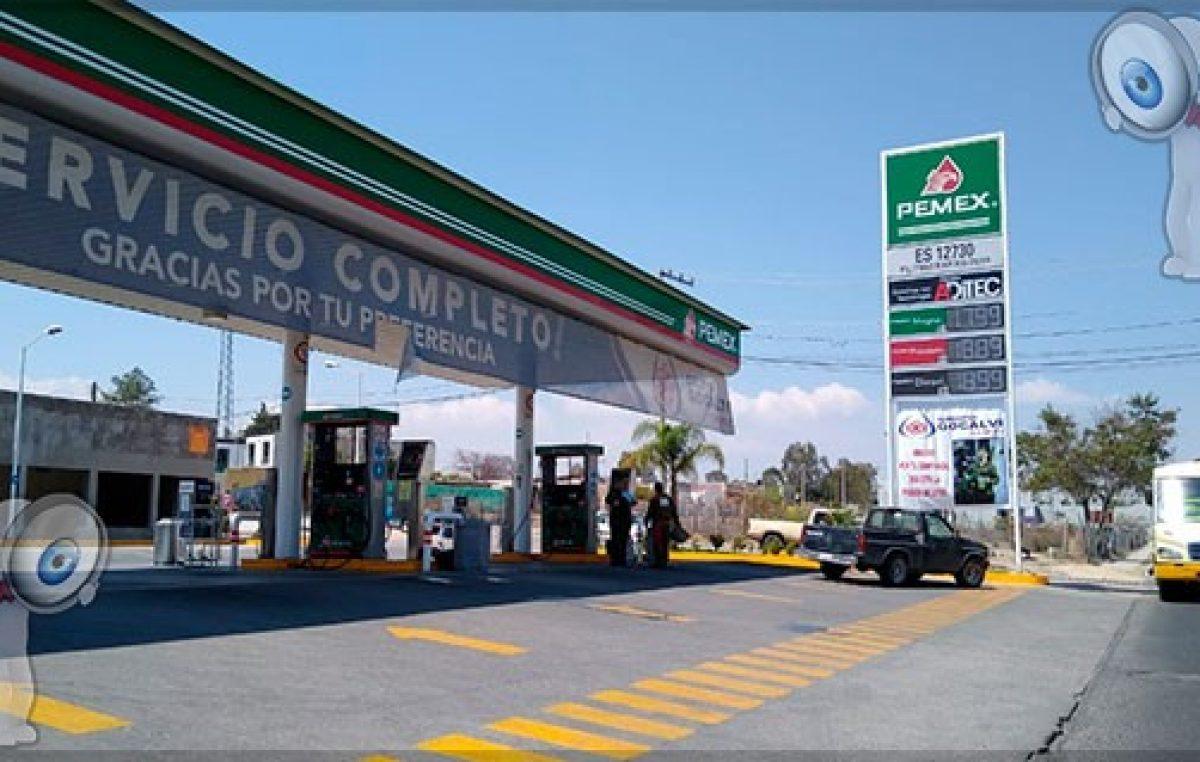 Baja costo de combustible entre 2 y 3 pesos por litro en Querétaro