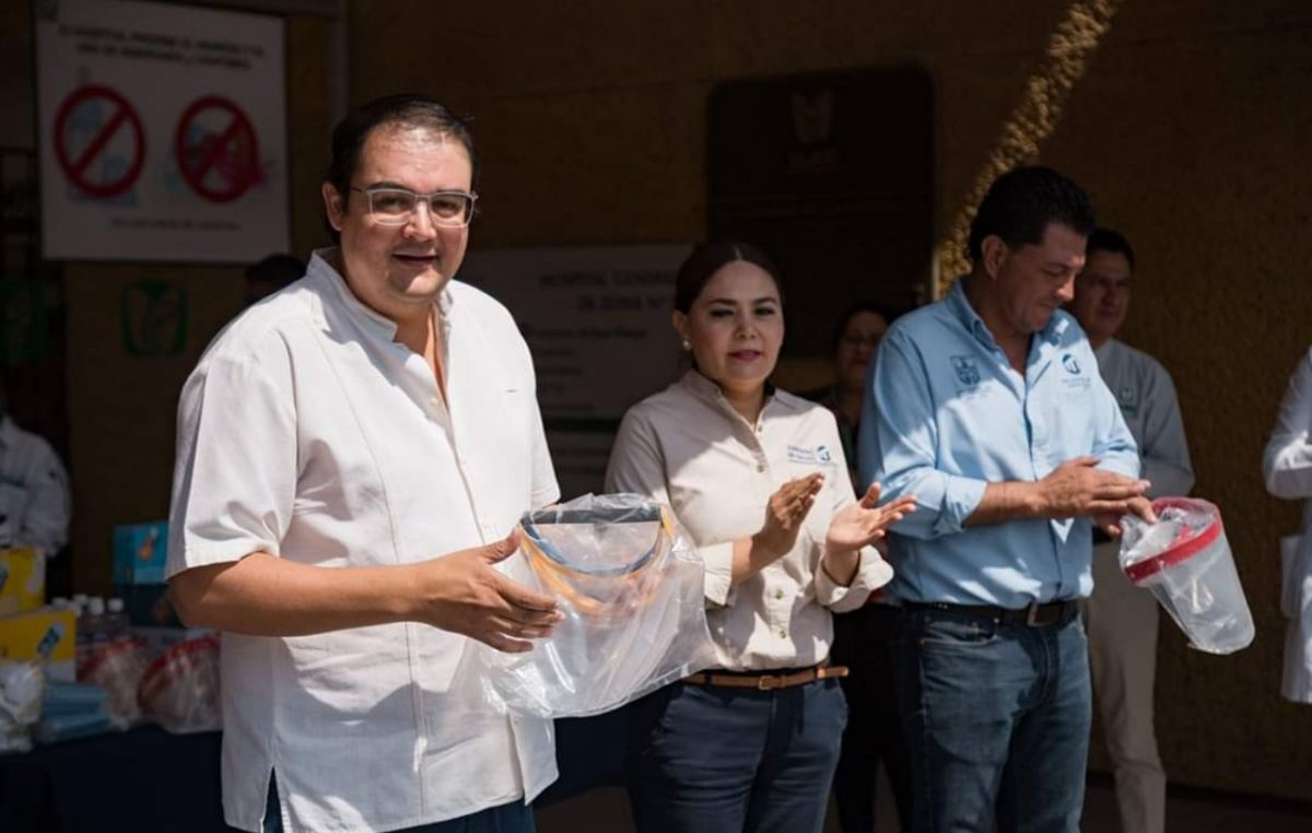 Entrega Memo Vega material a personal del Hospital General e IMSS