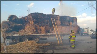 Incendio de remolque de tráiler moviliza a servicios de emergencia