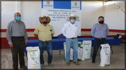 Entregan apoyos a productores del campo en La D