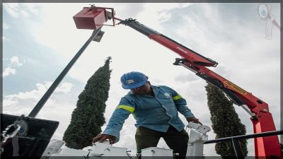 Avanza instalación de luminarias LED en San Juan del Río