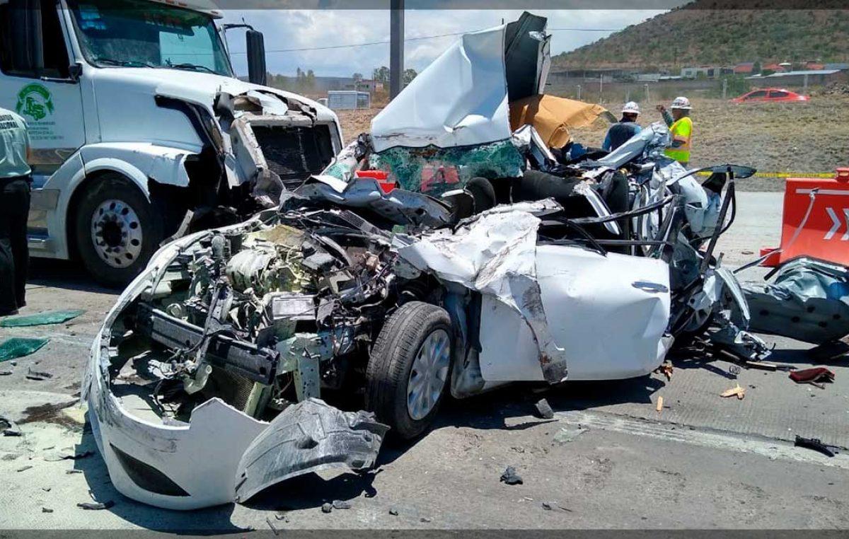 Terrible accidente en la 57 deja una persona prensada, fue auxiliada por servicios de emergencia