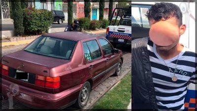 Detienen a sujeto con vehículo reportado como robado