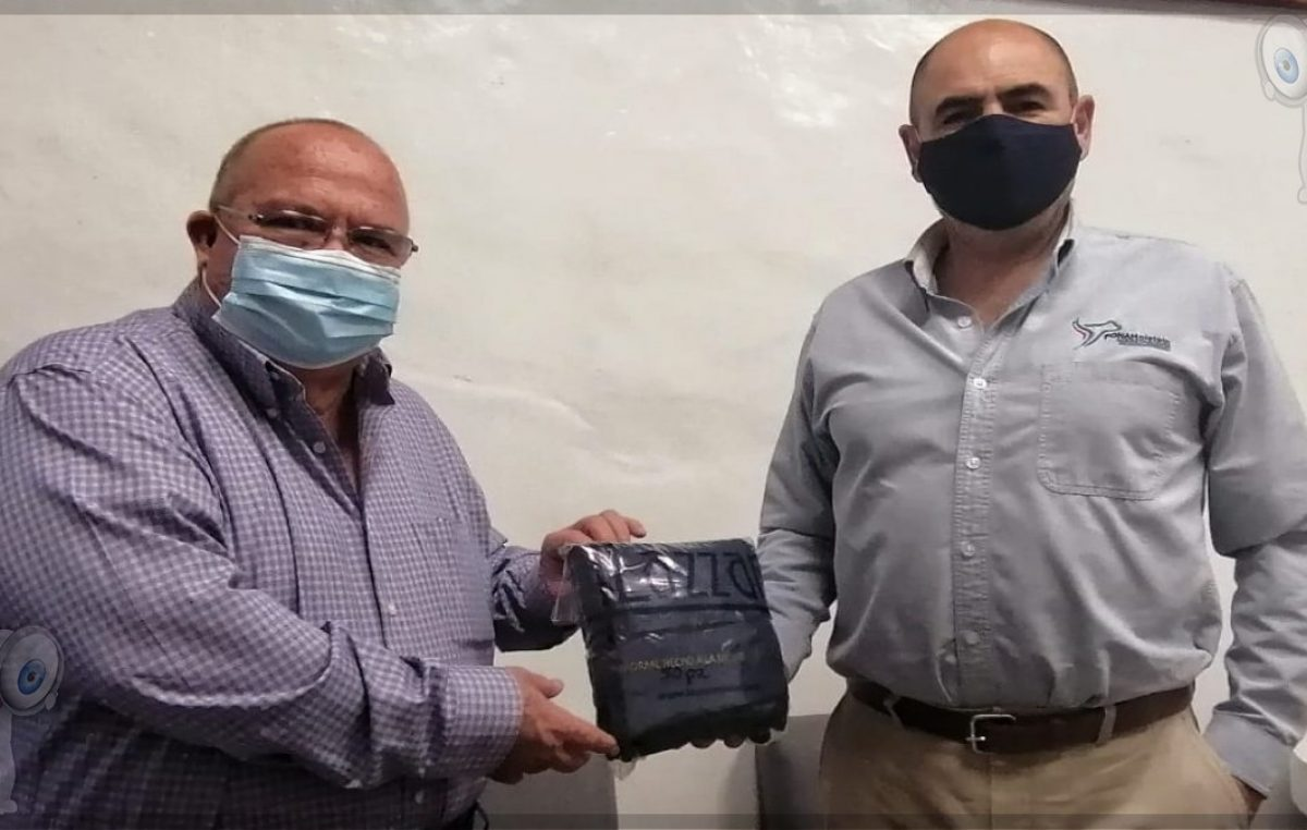 """Holstein de México dona mil 200 """"cubreboca"""" para el sector turístico de Querétaro"""