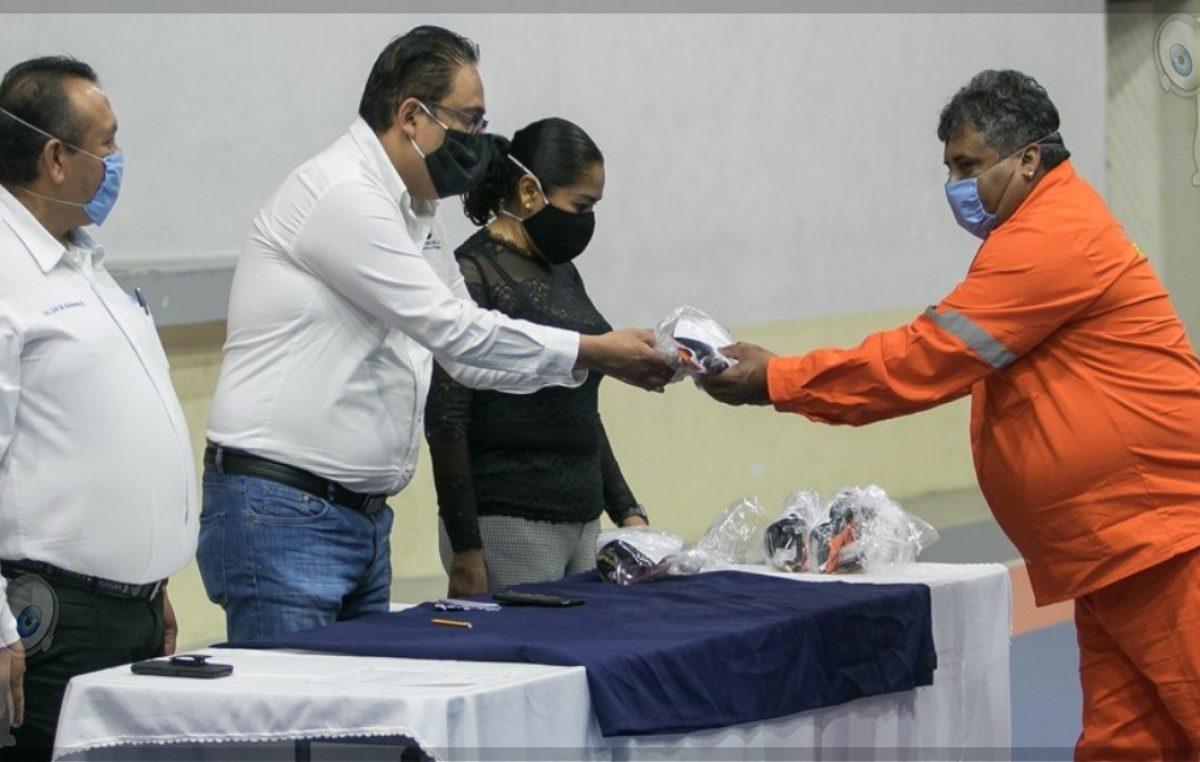 Realizan 2ª entrega de material de prevención a trabajadores del municipio de SJR