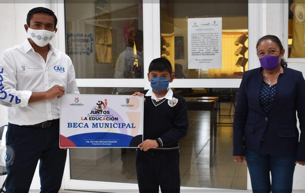 Incentivan a los 210 niños con mejor promedio escolar en Escobedo