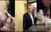 Aparece funcionario estatal en video, recibiendo millones de pesos