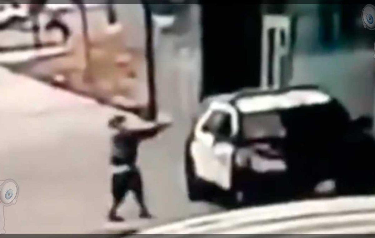 Un hombre dispara a dos policías en su patrulla