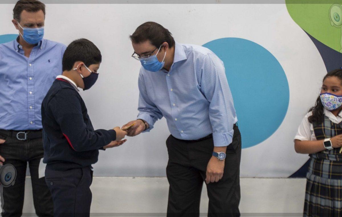 Gobierno de Memo Vega inicia con la entrega de 12 mil becas