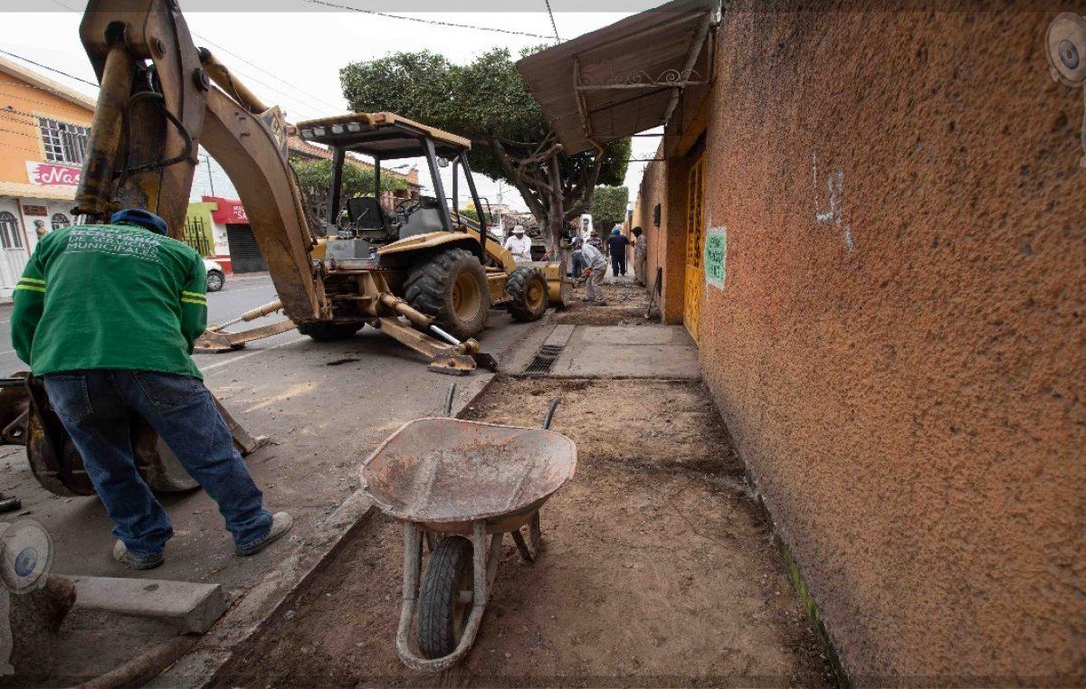 Inicia gobierno de Memo Vega renovación de banquetas y mejora de vialidades