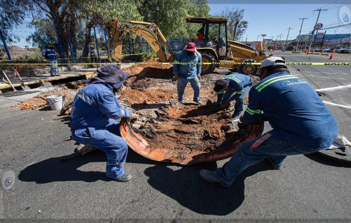 Inician reparaciones en vialidades por incendio subterráneo en SJR