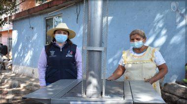 Entrega DIF Municipal de Pedro Escobedo estufas ecológicas