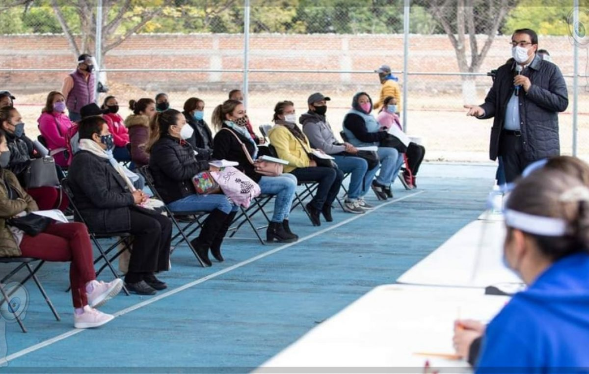 Inicia Memo Vega entrega de 12 mil becas municipales