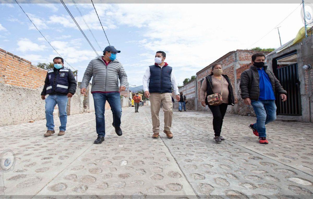 Memo Vega supervisa y entrega obras en Santa Rosa Xajay