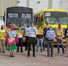 QT entrega cubrebocas a operadores de transporte público de SJR