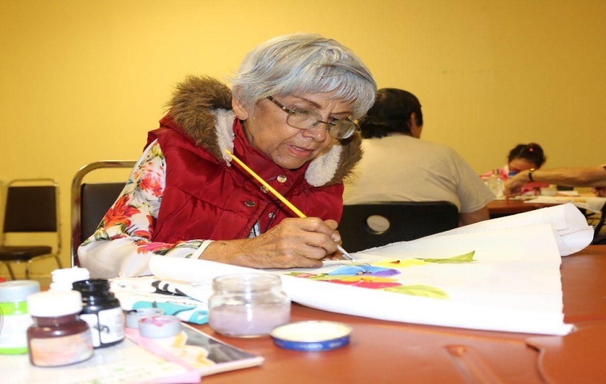 Ofrece DIF San Juan del Río talleres en línea para Adultos Mayores