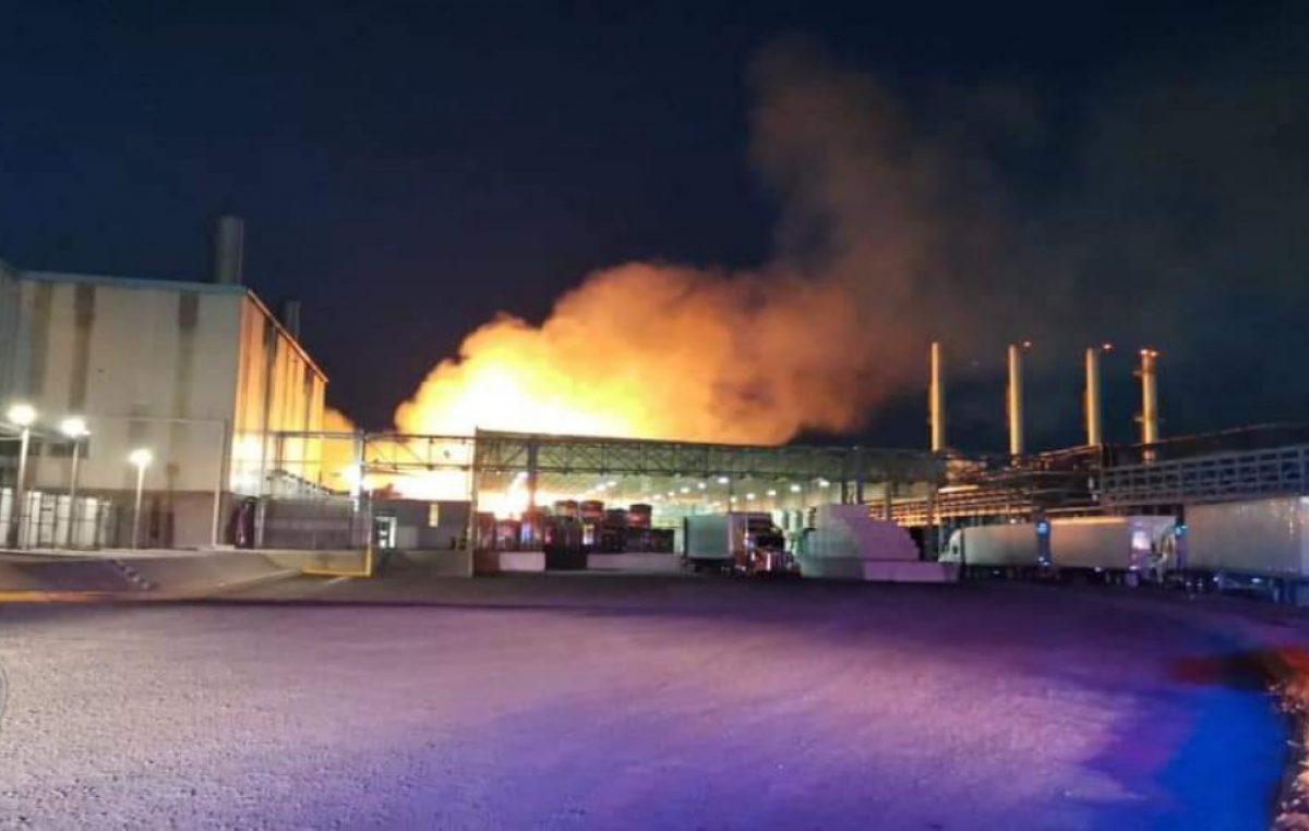 Sofocan incendio al interior de la empresa Kimberly Clark